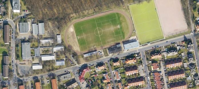 Die Schule grenzt an den Fechenheimer Wald und den Sportplatz. Foto: Stadt Frankfurt