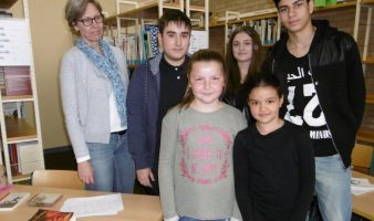 Schulbibliothekarin Lilly Schmidt-Narischkin und das SV-Team Amin Berger, Biljana Carapic, Samet Karaca